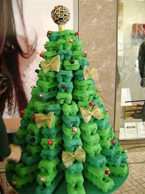 como hacer  pino de navidad  cajas de huevo