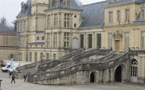 fontainebleau 2 millions d euros pour restaurer l escalier en fer 224 cheval le parisien