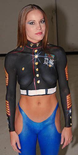 Bodypaint kunst  Kunsten at male på en fisse   More SEXY girls   Click HERE