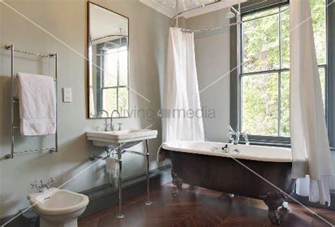 Freistehende Vintage Badewanne Mit Duschvorhang Vor