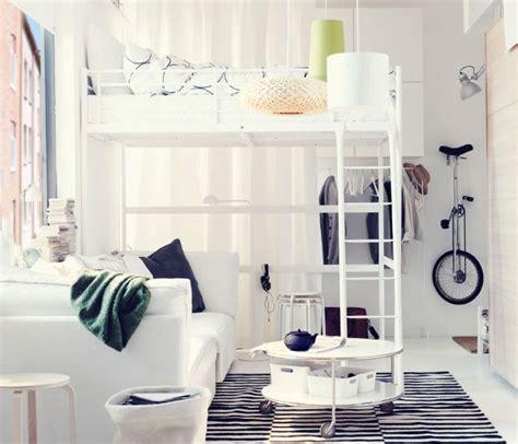 Lit Mezzanine Et Coin Canapé Dans Un Appartement Une Pièce