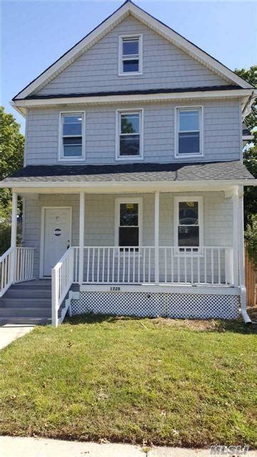 With point2, you can easily browse through westbury, central nassau, ny single family homes for sale, townhouses, condos and commercial properties, and quickly get a general perspective on the real. 108 Homes for Sale in Westbury, NY   Westbury Real Estate ...
