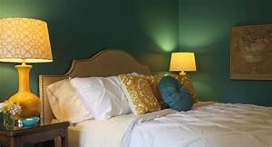 Wand Streichen Ideen Grün : wohnzimmer ideen wand streichen wandfarbe gr n und gelbe nachttischlampen e ber erstaunlich ~ Markanthonyermac.com Haus und Dekorationen