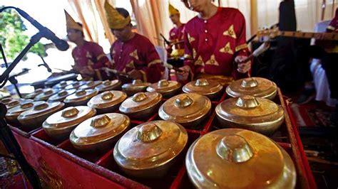 Alat musik tradisional minangkabau talempong. Cara Memainkan Alat Musik Talempong & Teknik Dasarnya