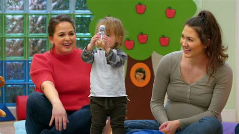 The Baby Club: Get creative with shakers - BBC Tiny Happy ...