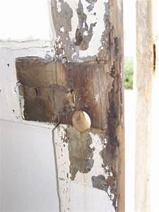 reparation d39une porte autour de la serrure resolu With reparer porte en bois enfoncee
