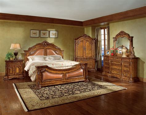 Traditional Bedrooms : Natural Wood Finish Elegant Traditional Bedroom W/hand