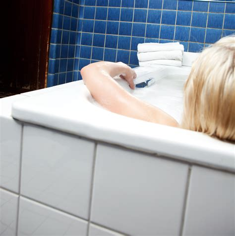 pulire la vasca da bagno come pulire vasca da bagno vetroresina