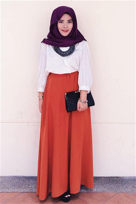 gaya ootd hijab  simpel minimalis ala hajar isa
