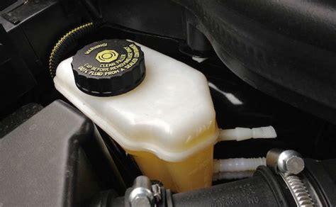 si e auto 1 liquido freni perché è importante sostituirlo sicurauto it