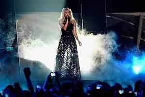 Carrie Underwood Announces New Single U002639smoke Breaku002639