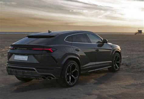 Lamborghini Urus Backgrounds by Lamborghini Urus 2019 Wallpaper 1600x1100 1259529