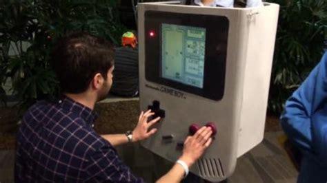 Jugar con ventaja to be at an advantage; Un cosplay de Game Boy... ¡Al que se puede jugar! - HobbyConsolas Juegos