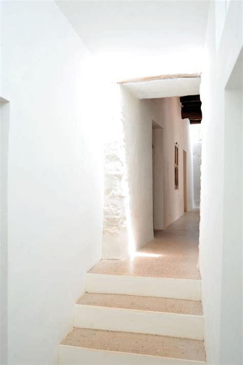 flur mediterran gestalten flur einrichten mit ikea garderobe ideen sch 246 n sessel neu kallax aiorce