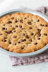 Ultimate Chocolate Chip Cookie Cake (Video) - Pretty