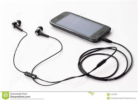 le pour telephone portable musique de 233 coute avec le t 233 l 233 phone portable photographie stock libre de droits image 17670007