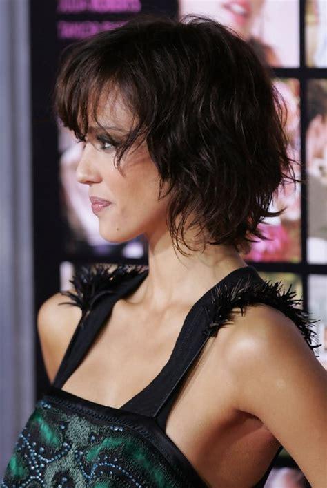 jessica alba textured short wavy bob hairstyle hairstyles weekly