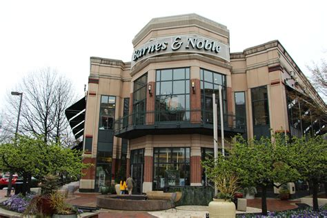 barnes and noble bethesda anthropologie to take barnes noble space on