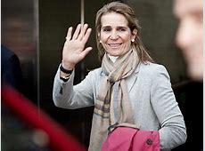 La Infanta Elena, sobre las críticas al Rey 'No he oído