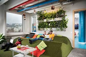 inside googles amazing budapest office officelovin39 With office of google