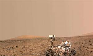Curiosity Mars rover descends plateau, turns toward mountain