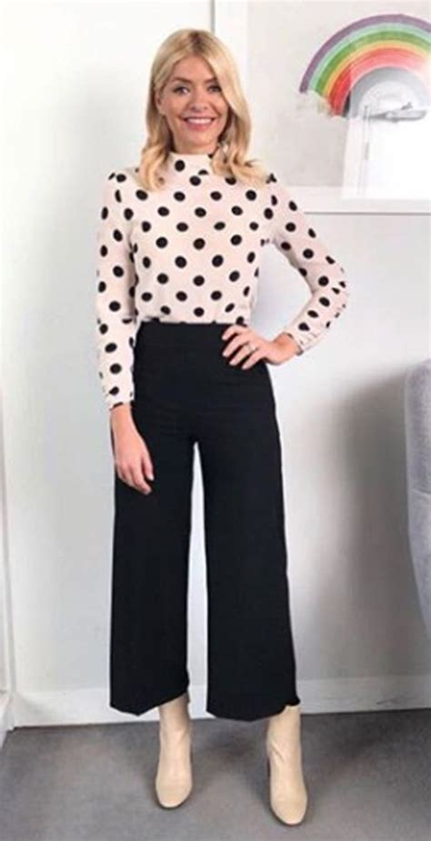 Holly Willoughby This Morning outfit causes outrage among fans u0026#39;Thatu0026#39;s insaneu0026#39; | Daily Star