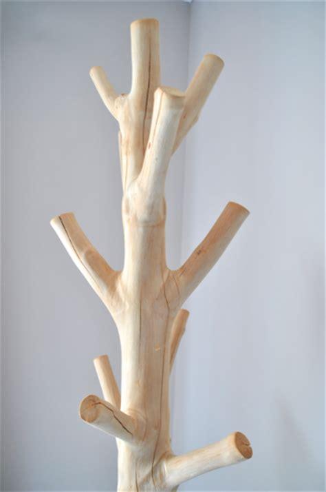 porte manteau en bois design porte manteau en bois de mangoustanier boudoir du monde