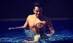 Peter Andre is teaching his little girl how to swim