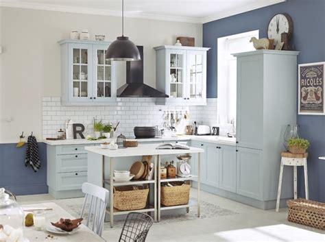 cuisine bleue charme rangement chaises d 233 paraill 233 es