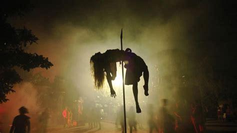 frightful halloween  kings dominion   flags