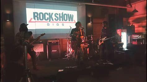 KAUSA live at Rockshowgigs, Chics Musik Rawamangun - YouTube