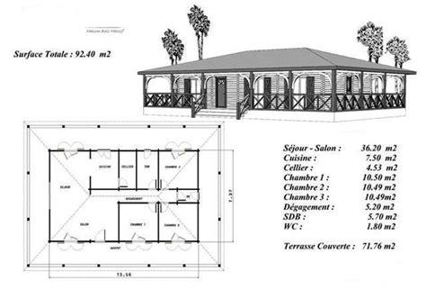 plan de maison 5 chambres plain pied plan maison bois modéle sapin terrasse couverte a balustres