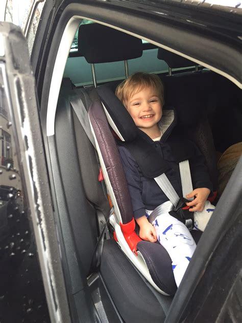 installation siege auto britax lucien a testé le siège auto advansafix de britax römer