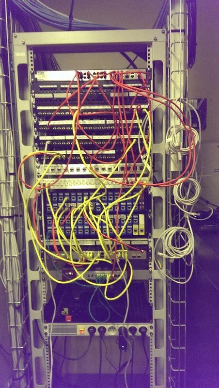 installation baie de brassage switch routeur cablage