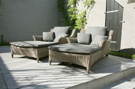 cool outdoor lounge chairs  summer napping digsdigs