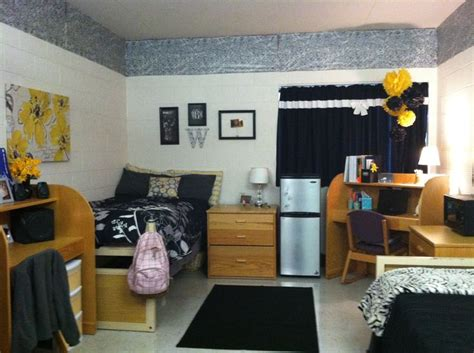 cool ways to set up your room homey dorm room setup fall 12 pinterest the white accent colors and too cute