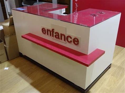 bureau de caisse comptoirs de caisse boutiques prêt à porter en