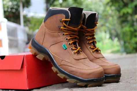 jual sepatu boots pria kickers safety sepatu proyek lapangan kerja promo terbaru di lapak pesona