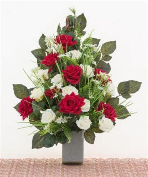 mazzi di fiori finti mazzo di fiori artificiali per loculo con rosse e calle