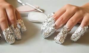 Comment Enlever Du Vernis : 4 conseils pour retirer en toute s curit votre vernis ongles gel trucs pratiques ~ Medecine-chirurgie-esthetiques.com Avis de Voitures