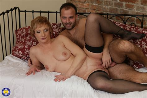 Short Haired Gilf In Black Stockings Gets Pounded In