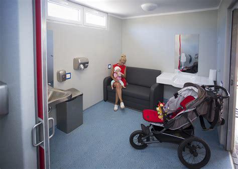 Pludmales pieejamības kompleksu var izmantot arī vecāki ar mazuļiem | liepajniekiem.lv
