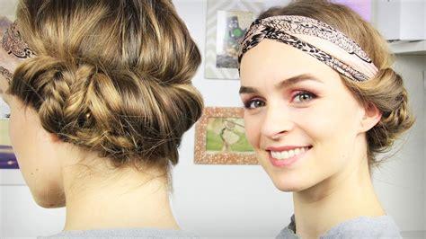 hochsteckfrisur mit haarband haare haarband frisur mit seitlichem dutt tuchhaarband schick schnell