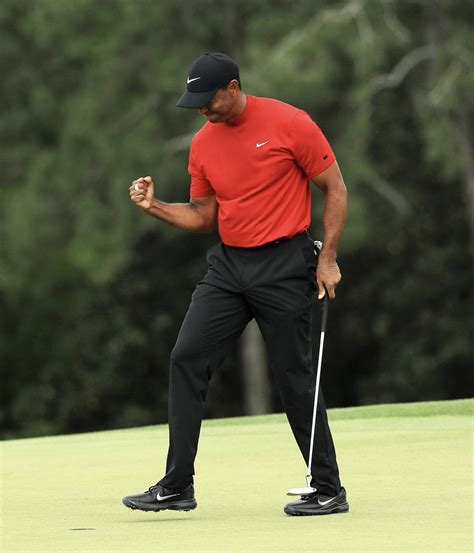 tiger woods wins  masters   years wearing nike