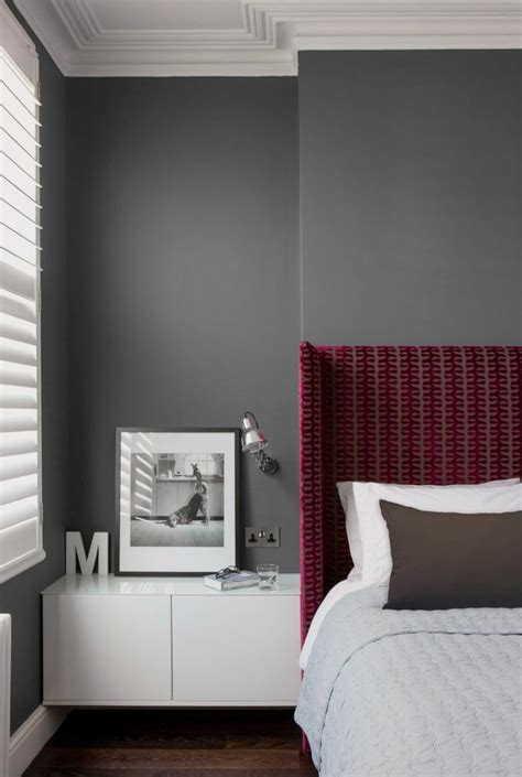 pouf de chambre la couleur bordeaux un accent dans l intérieur contemporain