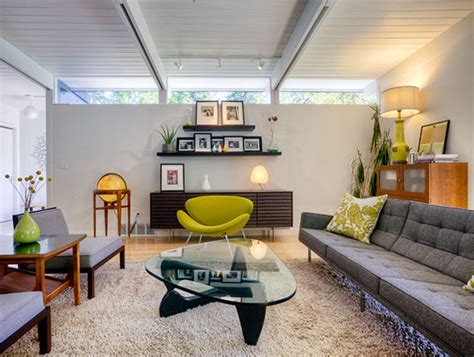 A Comfortable Modern Home With Colorful Accents : Comfortable Urban House Living Room Decor