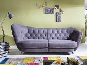 Flamme Möbel Sofa : die couch berzeugt durch top preis top marke geschwungenes design retro look r ckenteil ~ Frokenaadalensverden.com Haus und Dekorationen