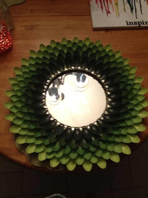This plastic spoons and mirror wall décor are one such craft that i decided to make when i saw these things lying around randomly in my home. My green ombré spoon mirror for my new apartment!!!! I'm in love   Plastic spoon crafts, Spoon ...