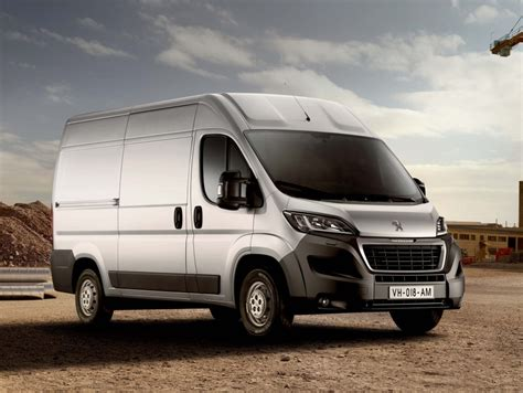 peugeot boxer cer peugeot boxer 2016 bluehdi update second generation photos between the axles