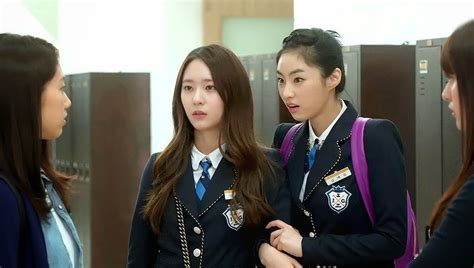 cantiknya deretan artis korea   memakai seragam